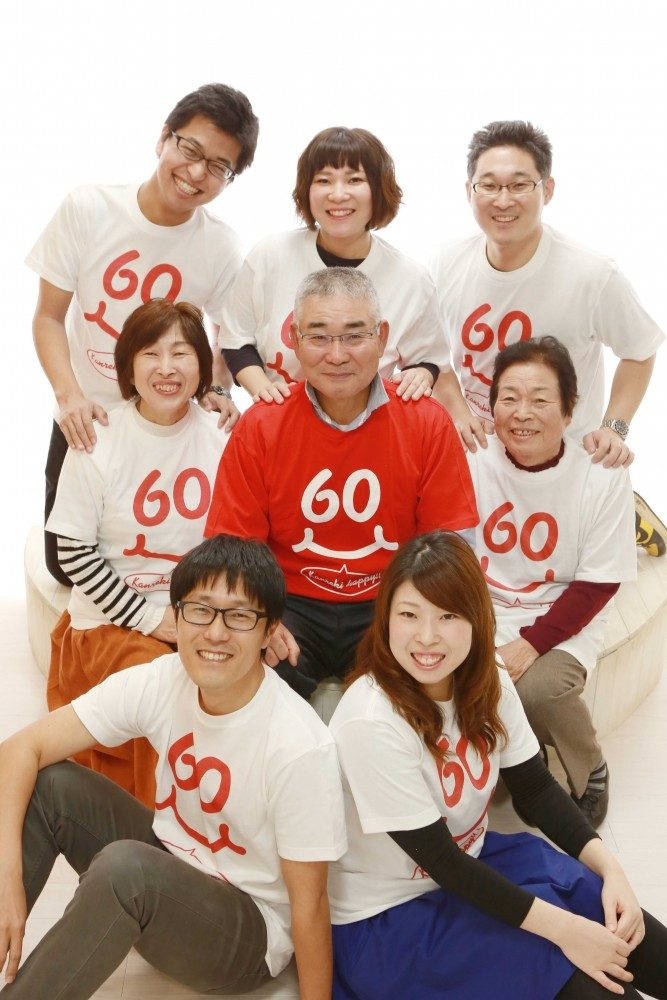 みんなでおそろいのTシャツを着て還暦写真(‐^▽^‐)