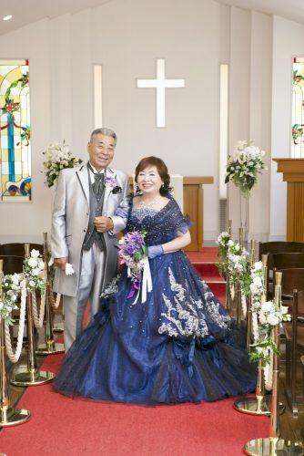 幸せいっぱい 仲良し夫婦 金婚式記念写真