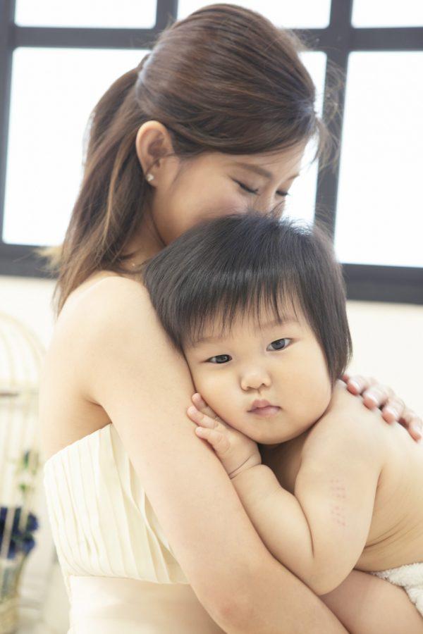 赤ちゃんの表情が自然♡授乳フォト