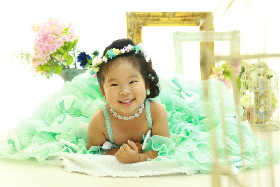 ニコニコ可愛い笑顔の3歳女子