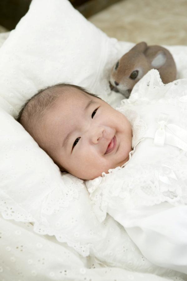 優しいお顔の赤ちゃん お宮参り記念写真