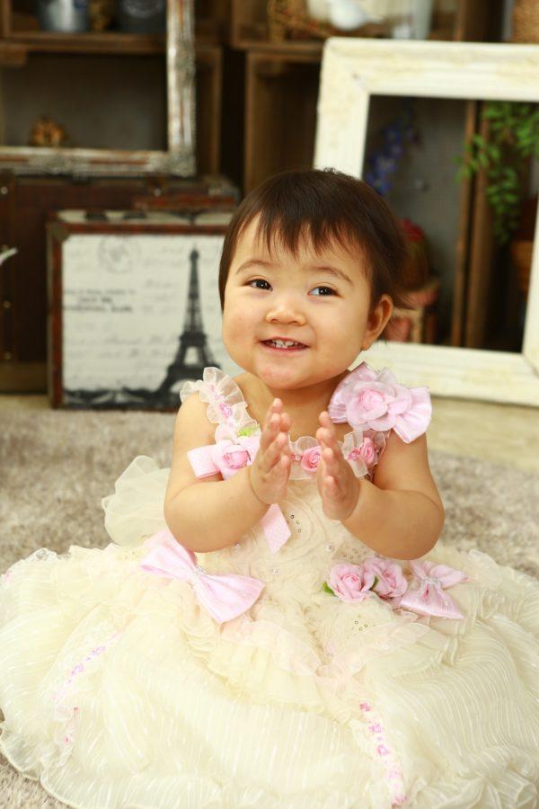 お人形さんみたいな 可愛い女の子 1歳バースデー